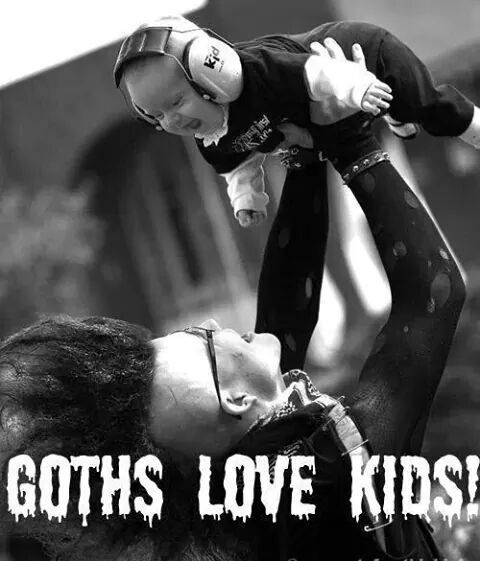 GOTHS LOVE KIDS !